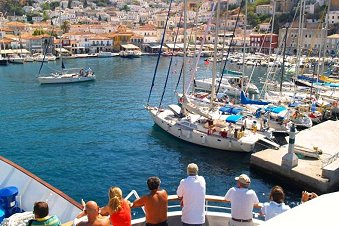 Cruise-ship in Hydra - One-day cruise to 3 Greek islands